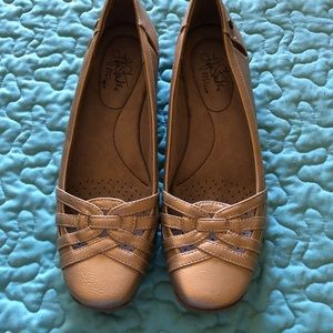 LIFE STRIDE SIFT SYSTEM gold flats size 9 1/2 N